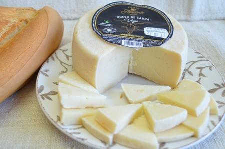 Queso de Cabra Viejo(picante) Almont CON PIMENTON a 12,90€/kg